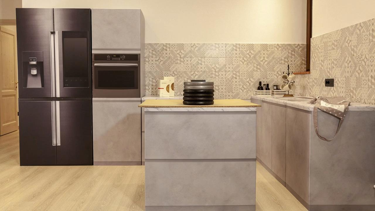 Cucine in cartone VS 105 kg di ghisa. Chi vincerà?