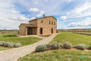 [Case Study] Stunning rustic villa with pool in the heart of Tuscany
